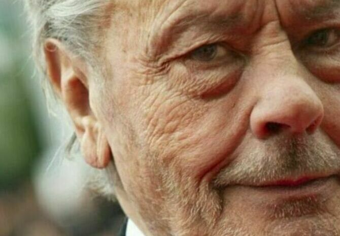 Alain delon : 2 years after his avc, the date of his great return fixed